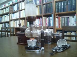 銀座書斎で、読者の皆さんと楽しむ茶話会。