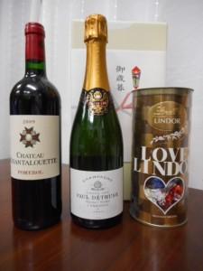 弟子(disciple)のK.H.さんから、御歳暮として、フランス産の美味しいシャンペイン、赤ワインをいただきました。また、先日、海外出張の際、華麗な味が漂う美味しいチョコレートをいただきました。